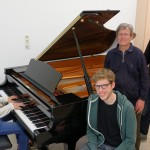 Prof.  Martin Schrack (2.v.r) mit den drei Wettbewerbsteilnehmern der Hochschule für Musik Nürnberg Foto: : Sören Balendat