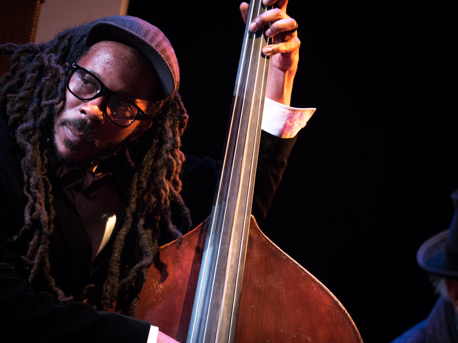 Charles Lloyd beim Jazzfest Berlin 2015 - hier: Joe Sanders. Foto: Petra Basche