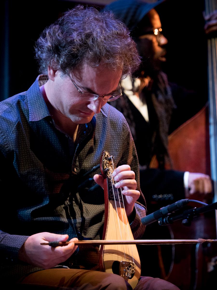 Charles Lloyd beim Jazzfest Berlin 2015 hier: Socratis Sinopoulos. Foto: Petra Basche