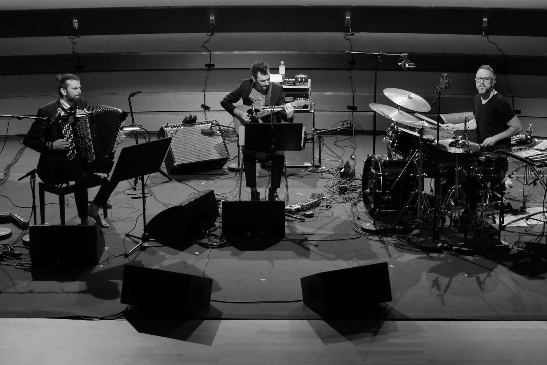 Vincent Peirani in Hamburg - Birth of a Trio | JazzZeitung
